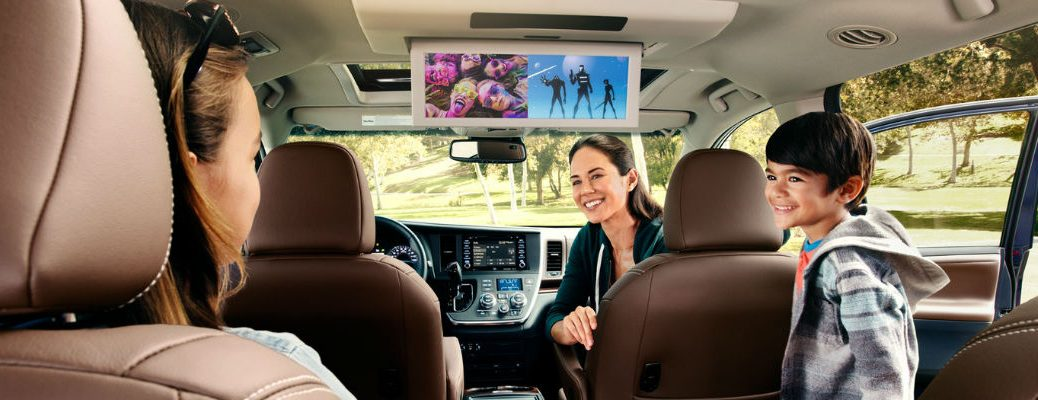 Family in the Back of a 2019 Toyota Sienna Using the Dual-View Rear Entertainment System