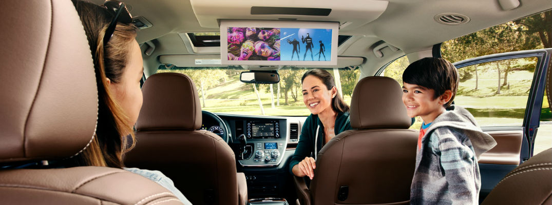 Step-By-Step Guide to the Toyota Sienna Dual-View Blu-ray Disc™ Rear Entertainment Center