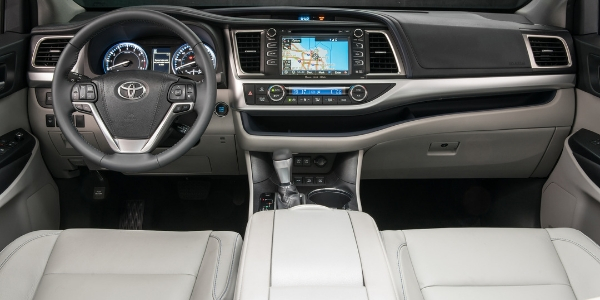2019 Toyota Highlander Steering Wheel, Dashboard and Touchscreen Display