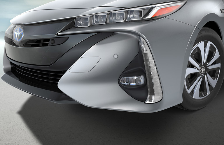 Front grille and headlight details of 2017 Toyota Prius Prime
