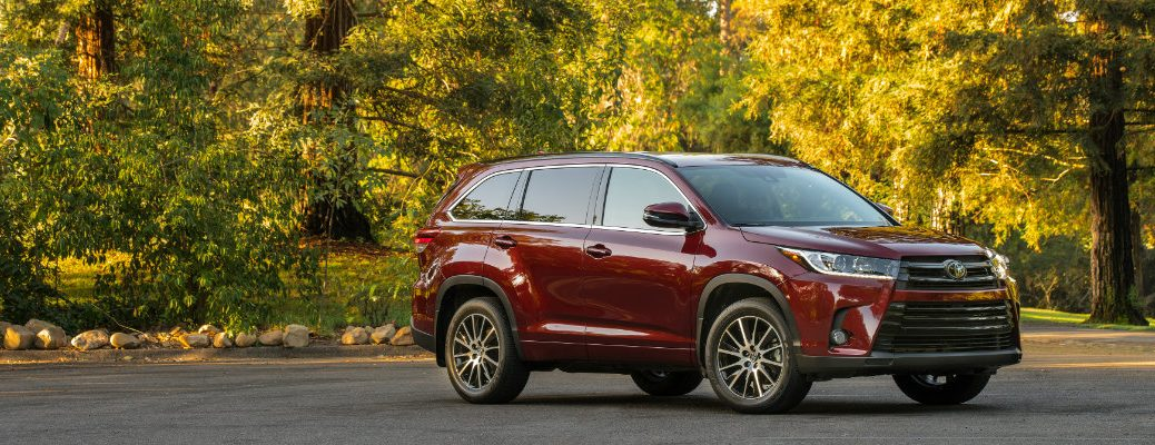 maroon 2018 Toyota Highlander with fall foliage