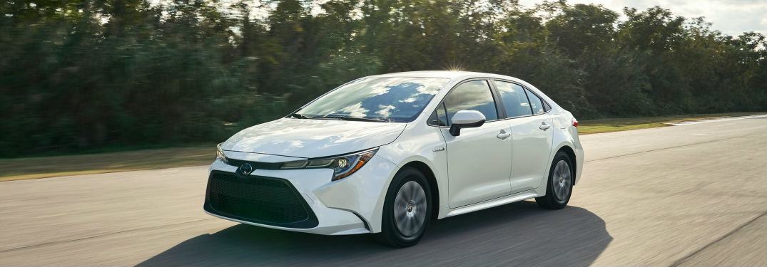What standard amenities are inside the new Corolla?