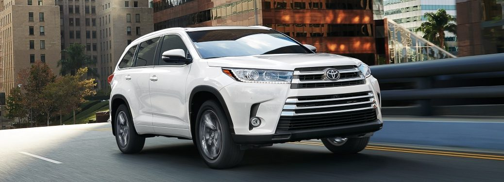 2019 Toyota Highlander Limited white front side view