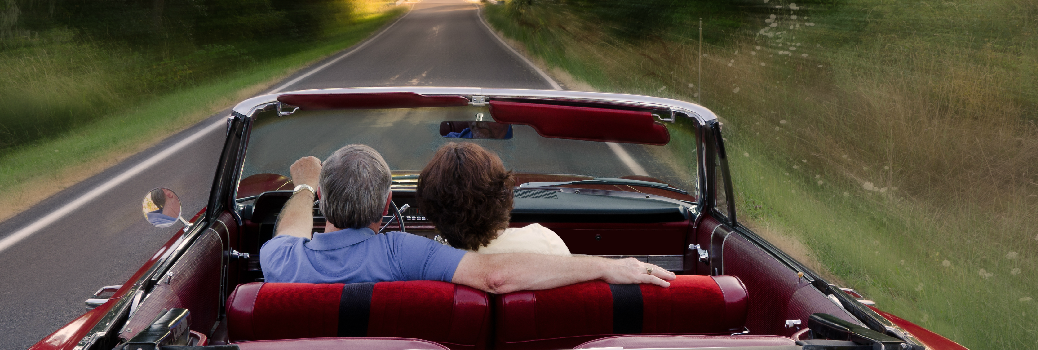 Couple Driving i a Convertible
