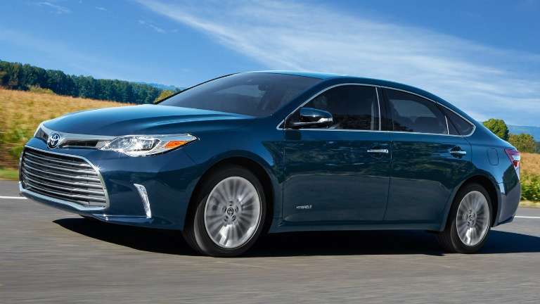 2018 Toyota Avalon side view