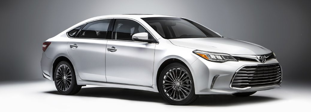 white 2018 Toyota Avalon front side view