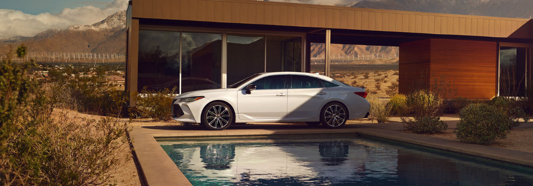 What's the safety rating of the 2019 Toyota Avalon?