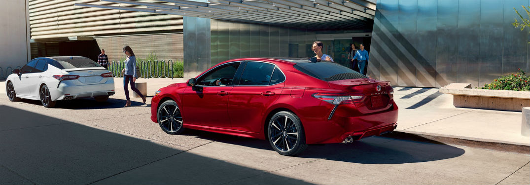 What are the specs and features of the 2019 Toyota Camry?