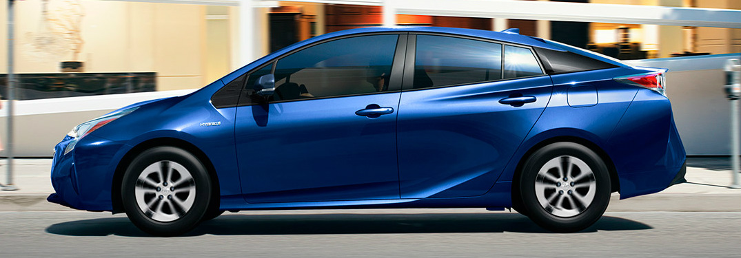 How far can the 2017 Toyota Prius drive on one tank of gas?