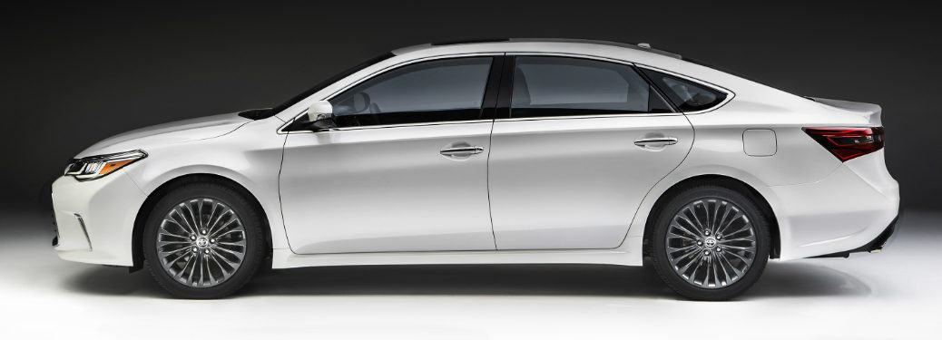 2018 Toyota Avalon in white side profile