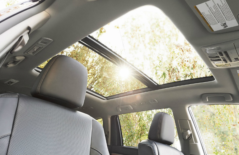 2018 Toyota Highlander panoramic moonroof