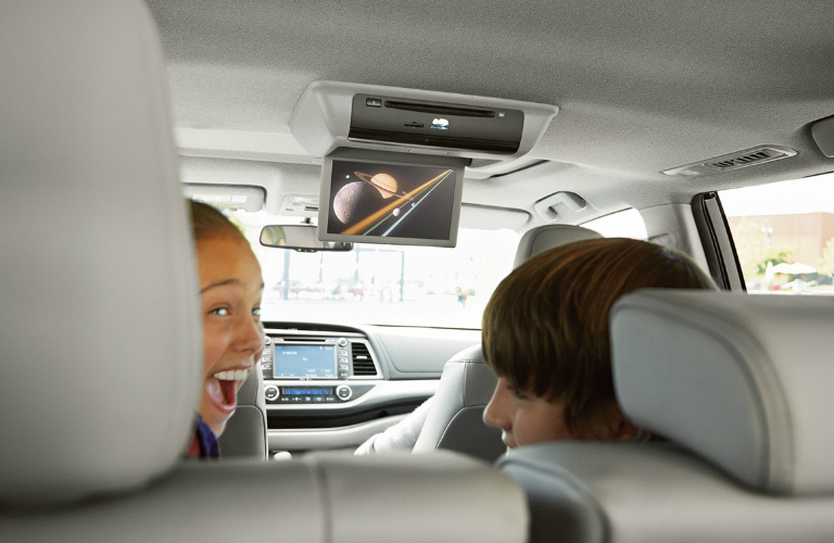 2018 Toyota Highlander rear-seat passengers watching the rear entertainment display