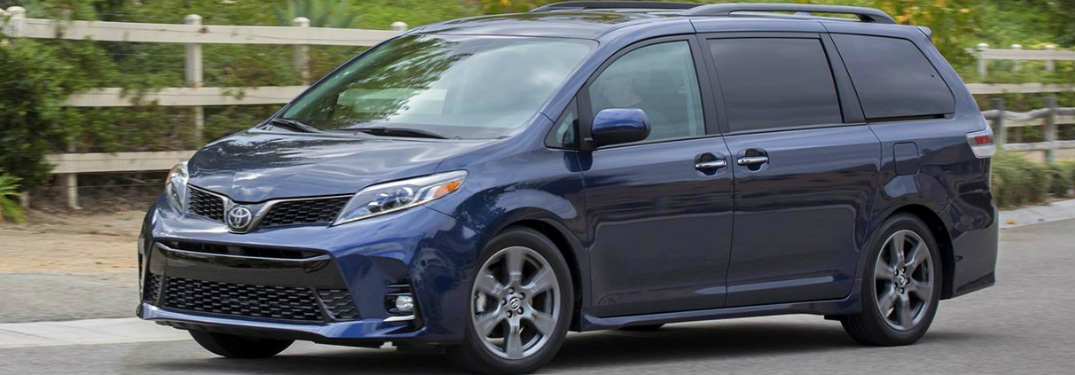 What colors does the 2020 Toyota minivan come in?