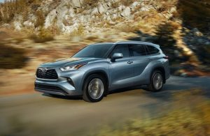 2020 Toyota Highlander on the road with rocks in the background