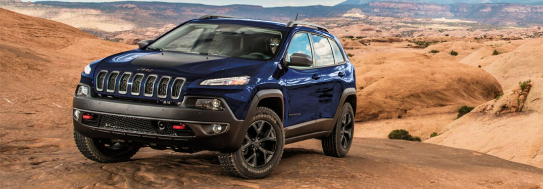 How many engine options are offered on the 2018 Cherokee?