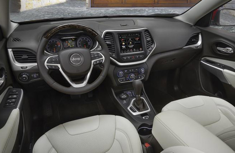 2018 Jeep Cherokee interior view front seats dash and steering wheel