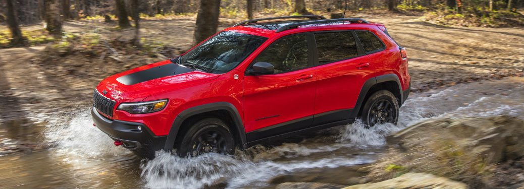 2019 Jeep Cherokee side exterior driving off-road