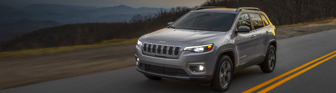 2019 Jeep Cherokee front grey on road