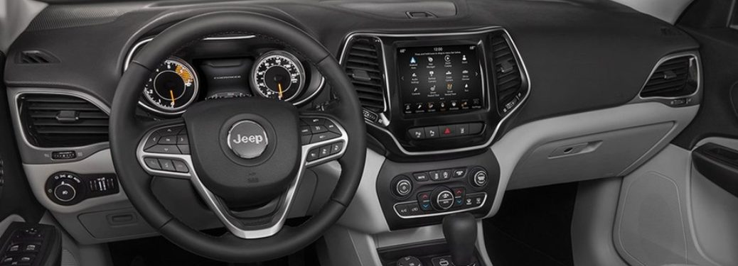 2019 Jeep Cherokee dash and infotainment screen