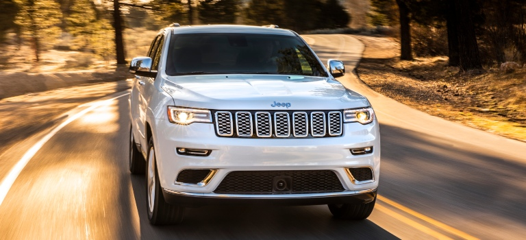 2020 Jeep Grand Cherokee Summit white front view