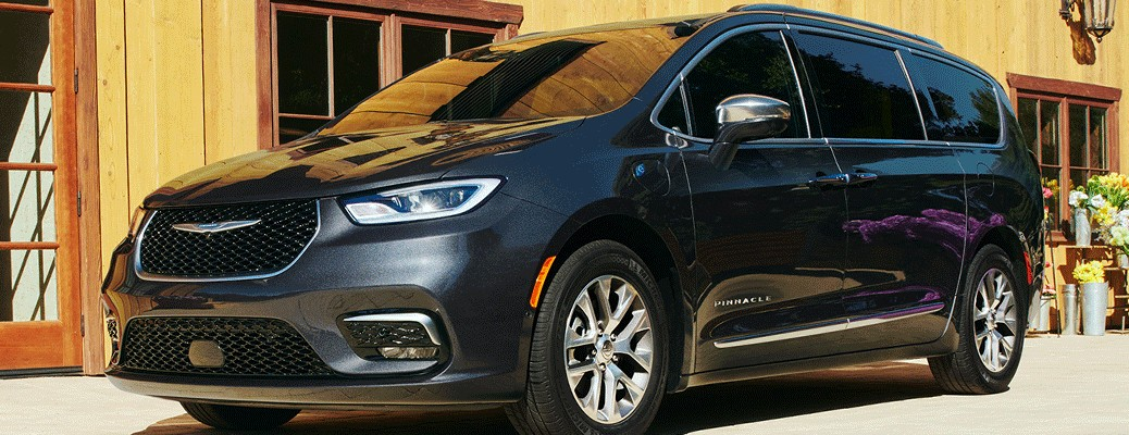 2021 Chrysler Pacifica parked outside store
