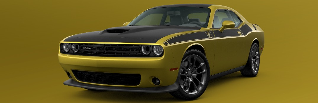 In what exterior color options is the 2021 Dodge Challenger available?