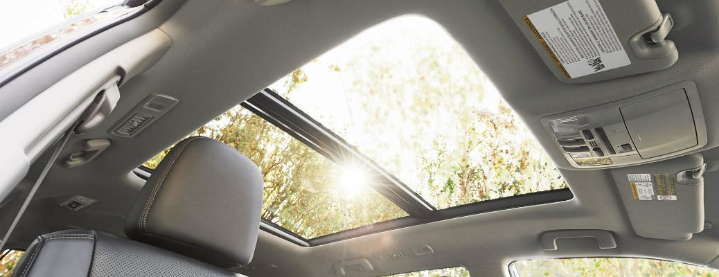 Which 2016 Toyota Models have Moonroofs?