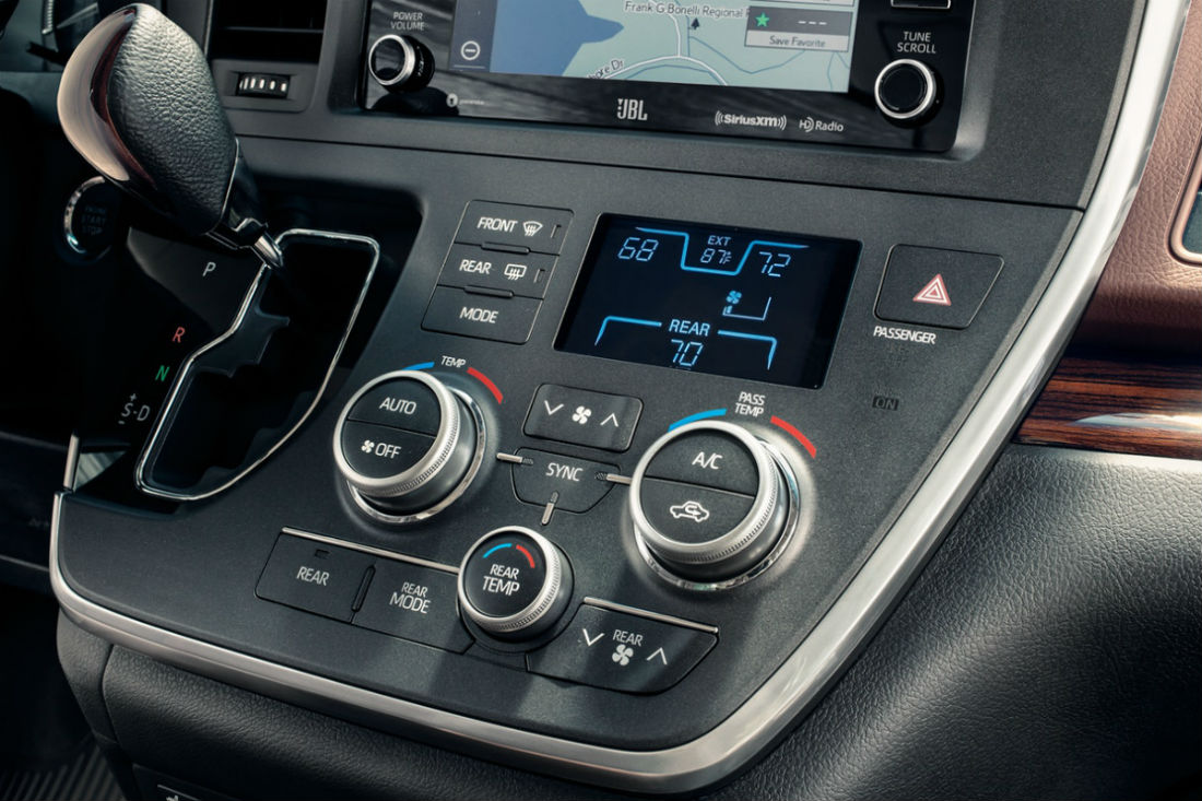 Temperature controls of the 2018 Toyota Sienna