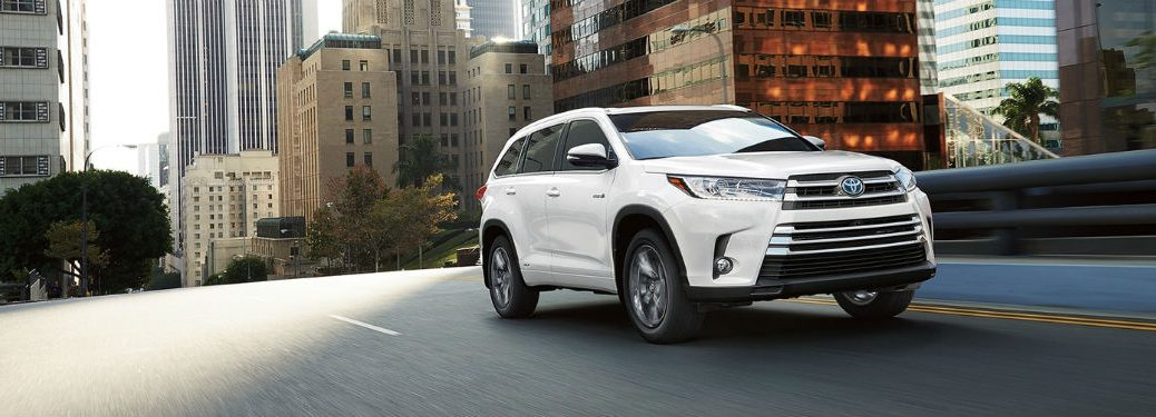 Passenger side exterior view of a white 2018 Toyota Highlander