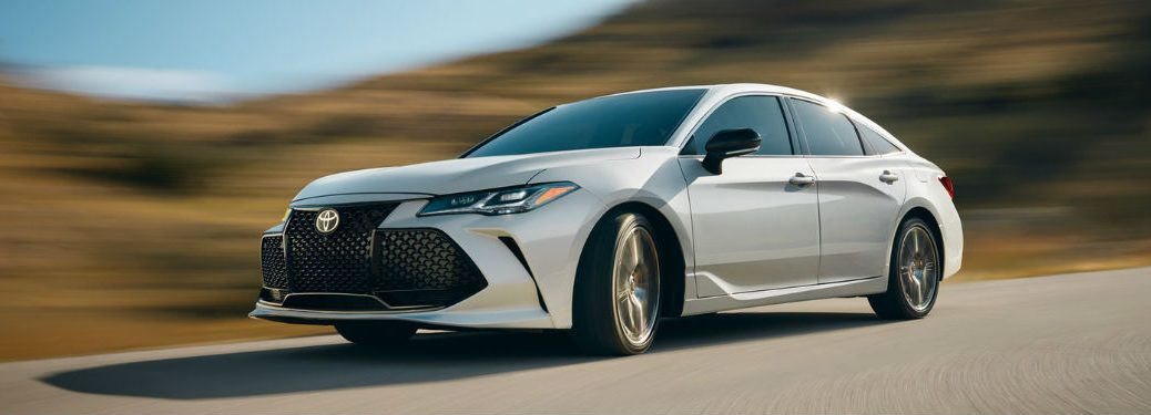 2019 Toyota Avalon exterior front fascia and drivers side going fast on road