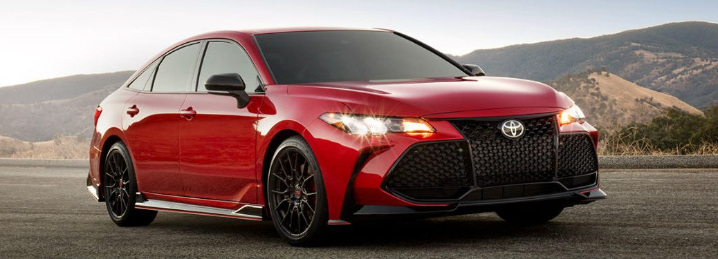 2020 Toyota Avalon front and side profile