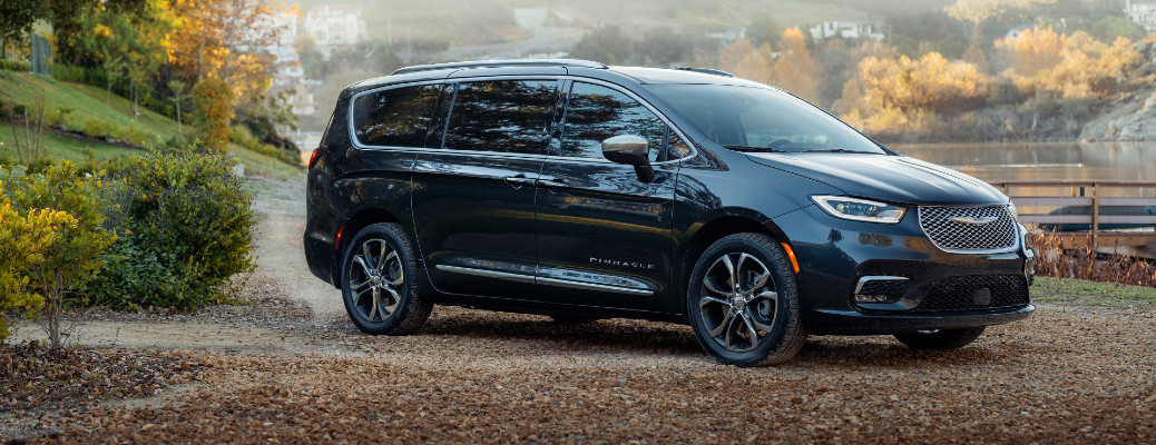 2021 Chrysler Pacifica Debuts AWD System and Pinnacle Trim at Chicago Auto Show