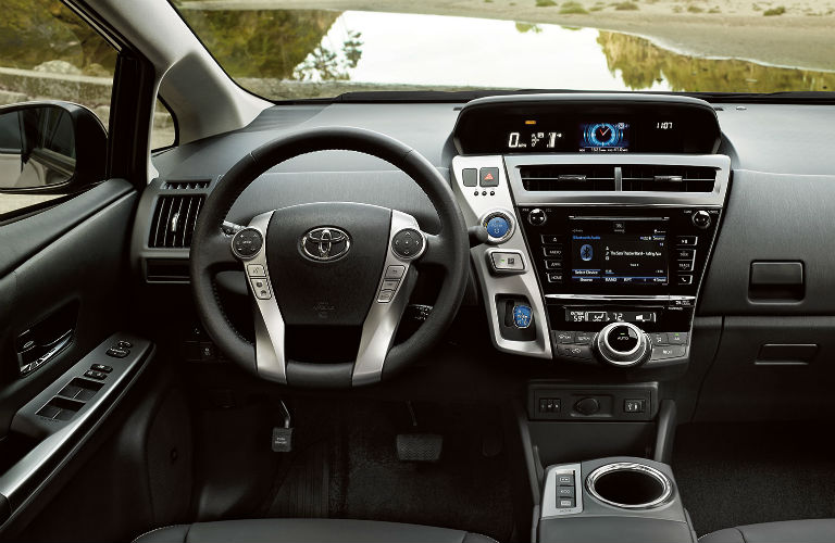 Does the 2017 Toyota Prius v have Apple CarPlay?