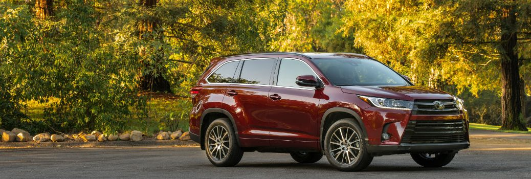 How efficient is the 2017 Toyota Highlander?