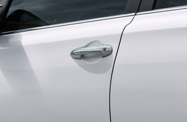 Does the 2017 RAV4 have keyless entry?