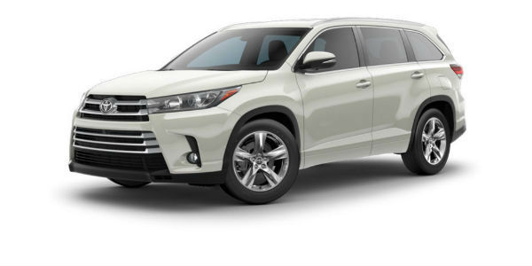 Side view of 2017 Toyota Highlander in Blizzard Pearl