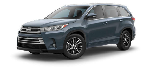 Side view of 2017 Toyota Highlander in Shoreline Blue Pearl