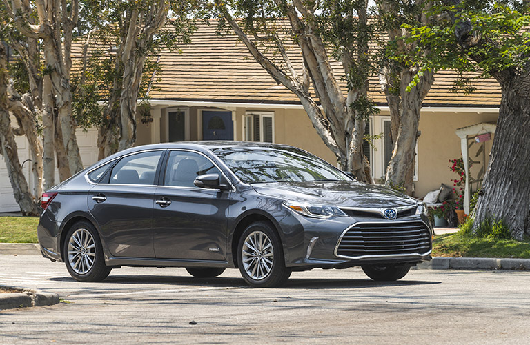2017 Toyota Avalon Hybrid in gray