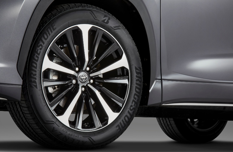 2021 Toyota Highlander XSE close up of tire