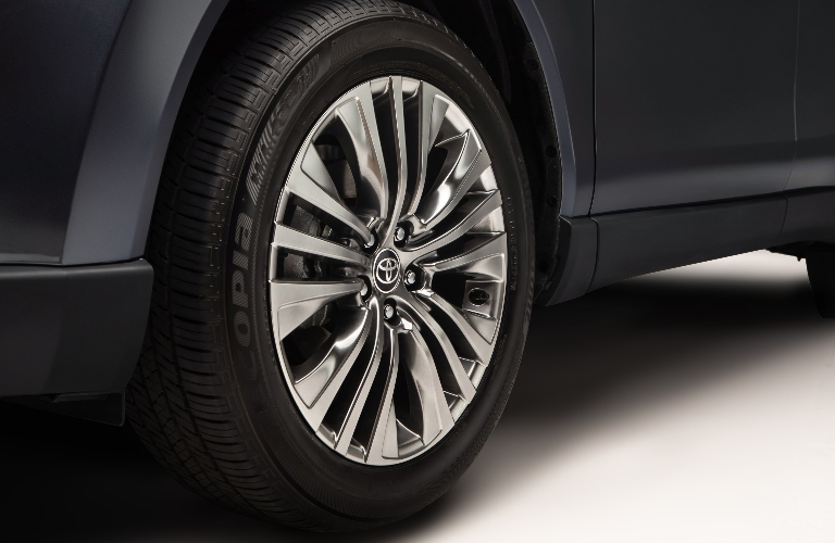 Close up of the wheel on the 2021 Toyota Venza