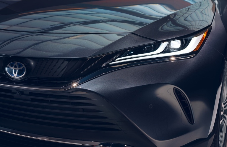Close up of the 2021 Toyota Venza front grille