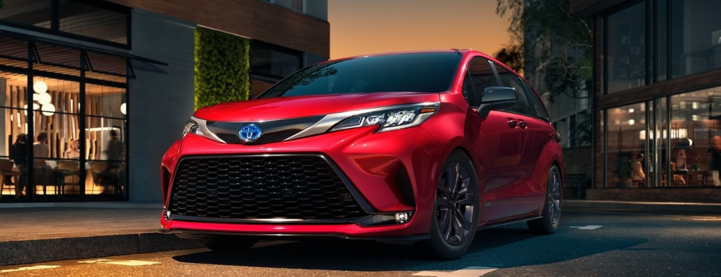 2021 Toyota Sienna going around a curve