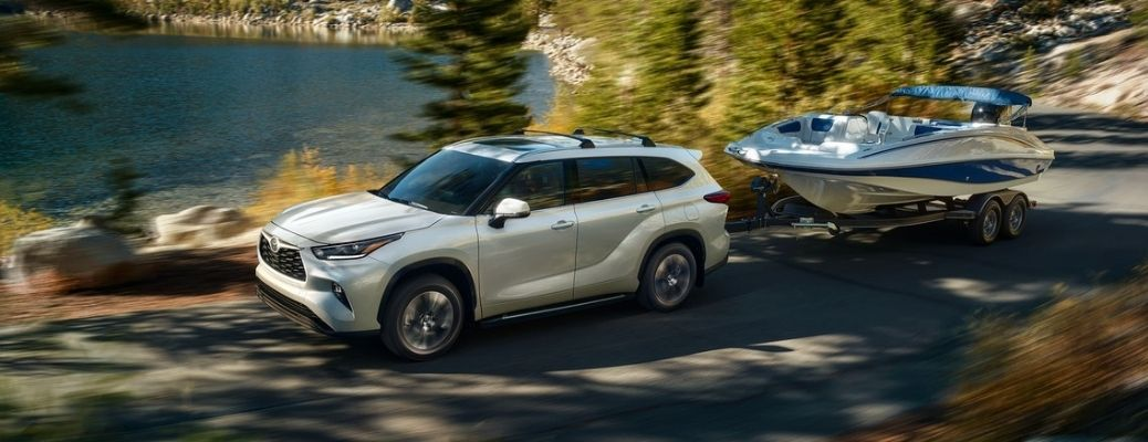 side view of the 2021 Toyota Highlander