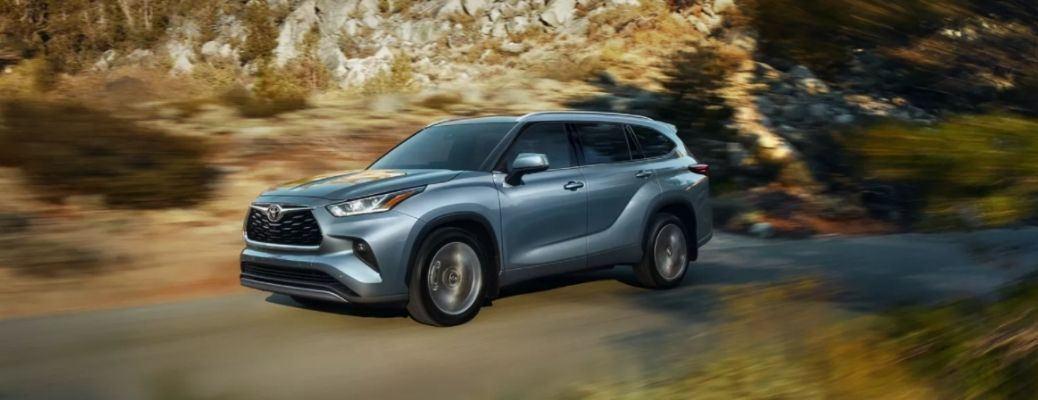 side view of the 2022 Toyota Highlander