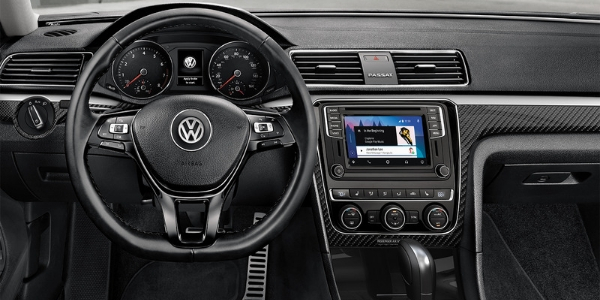 Steering wheel and dashboard in 2019 Volkswagen Passat