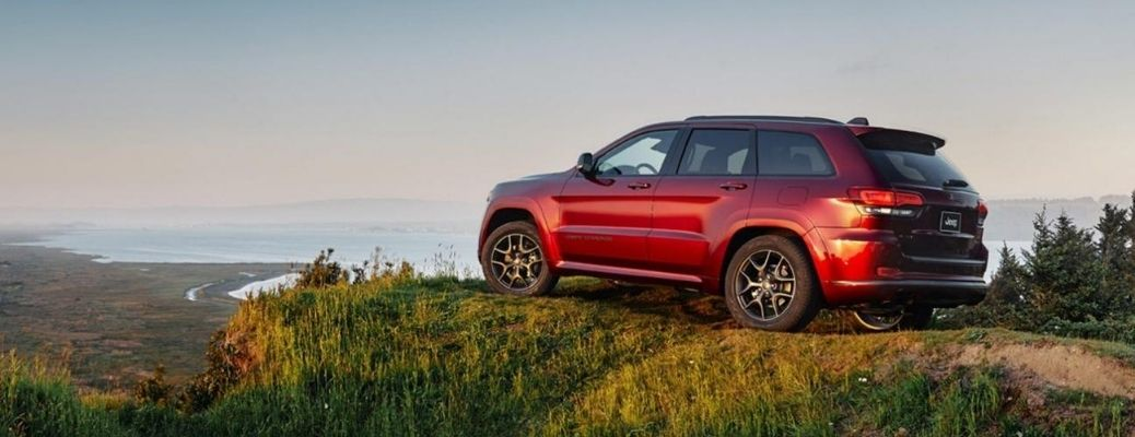 2020 Jeep Grand Cherokee parked side view