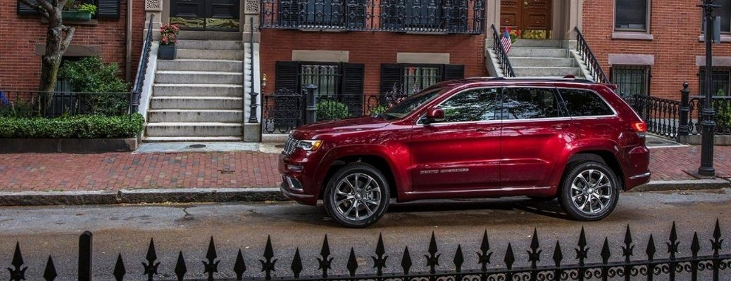 2021 Jeep Grand Cherokee parked outside side view