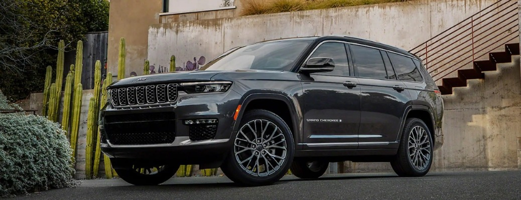 2021 Jeep Grand Cherokee L parked outside a concrete building