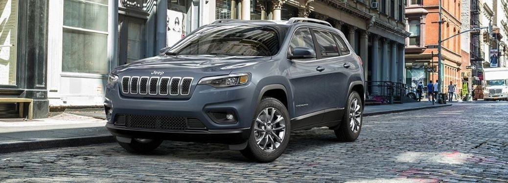 2018 Jeep Cherokee exterior front fascia driver side in city