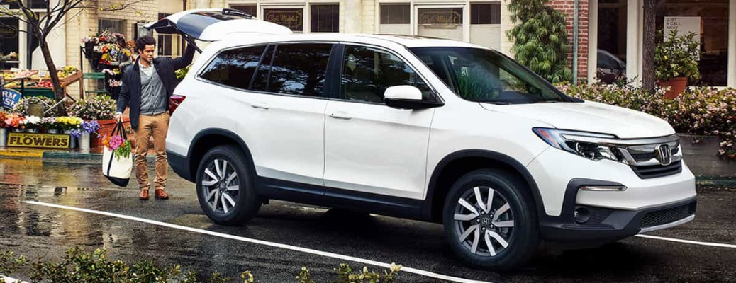 2021 Honda Pilot with hatch open and man walking up with arms full